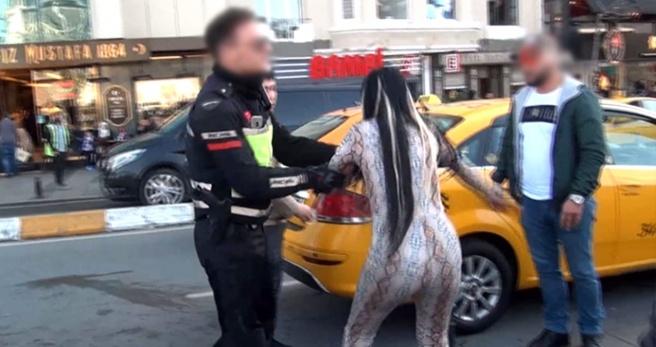 Alkollü genç kadın, fuhuşa zorlandığını iddia ederek polislere saldırdı - Haber