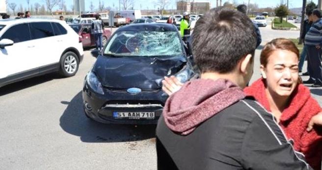 Çarpıp Ağır Yaraladığı Kadını Unuttu, Arabasındaki Hasara Ağladı: Arabamı Ne Hale Getirdin Kadın!