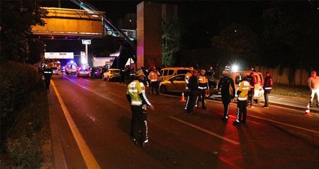 Başkent'te alkollü sürücü polis uygulama noktasına aracıyla daldı: 5'i polis 7 yaralı