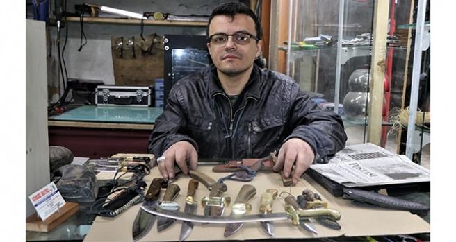 Tasarladığı bıçaklar polis ve askerlerden yoğun ilgi görüyor