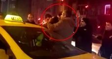 Beyoğlu'nda taksici kendini emniyet kemerine kilitleyip polise direndi - Haberler