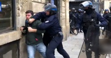 Fransa'da polisler, fotoğrafı göstermedi diye gazeteciyi gözaltına aldılar - Haberler
