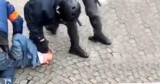 Fransız polisinin eylemcilere sert müdahalesi kameraya yansıdı - Haberler