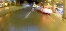 İstanbul'da motosikletli maganda polisin üzerine sürüp kaçtı - Haber