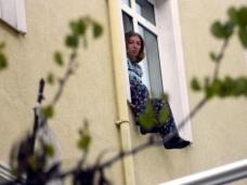 Komşularıyla Kavga Eden Kadın, Pencereye Çıkarak, İntihar Girişiminde Bulundu
