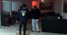 Korona virüs kısıtlamasına rağmen açık olan alkollü mekana polis baskını