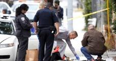Ölen kadının göğsünü okşayan polis görevden alındı - Haberler