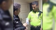 Polis yerde bulduğu 10 bin TL'yi yaka kamerası sayesinde sahibine ulaştırdı