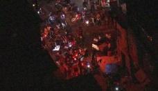 Polisten kaçan silahlı kişiler parti alanına daldı! Çok sayıda ölü var